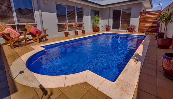 modelo de piscina de poliéster de Freedom Pools Centers